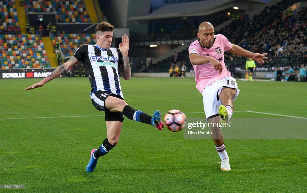 Rodrigo Javier De Paul (L) of Udinese Calcio competes with Haitam Aleesami of US Citta di Palermo during the Serie A match between Udinese Calcio and US Citta di Palermo at Stadio Friuli on March 19, 2017 in Udine, Italy.
