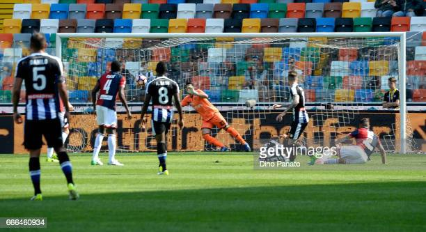 Rodrigo Javier De Paul of Udinese Calcioscores his opening goal during the Serie A match between Udinese Calcio and Genoa CFC at Stadio Friuli on...
