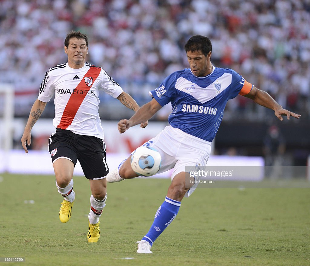 Rodrigo Mora of River Plate struggles for the ball with <a gi-track='captionPersonalityLinkClicked' href=/galleries/search?phrase=Sebastian+Dominguez&family=editorial&specificpeople=2474032 ng-click='$event.stopPropagation()'>Sebastian Dominguez</a> of Velez Sarsfield during a match between River Plate and Velez as part of the Torneo Final 2013 at the Antonio Vespucio Liberti Stadium on March 30, 2013 in Buenos Aires, Argentina.