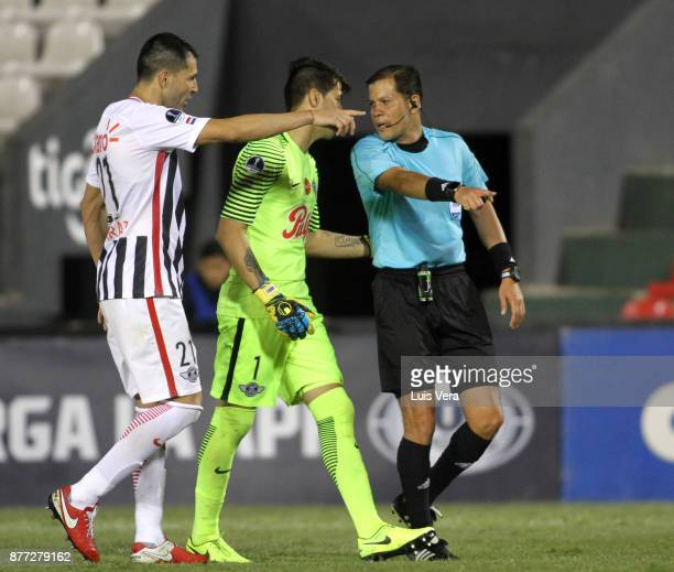 Rodrigo Muñoz goalkeeper of Libertad and his teammate Antolin Alcaraz argue with referee Victor Carrillo during a first leg match between Libertad...