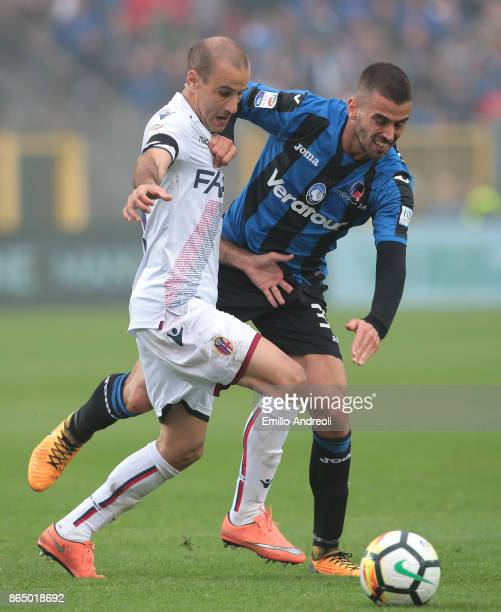 Rodrigo Palacio of Bologna FC competes for the ball with Leonardo Spinazzola of Atalanta BC during the Serie A match between Atalanta BC and Bologna...