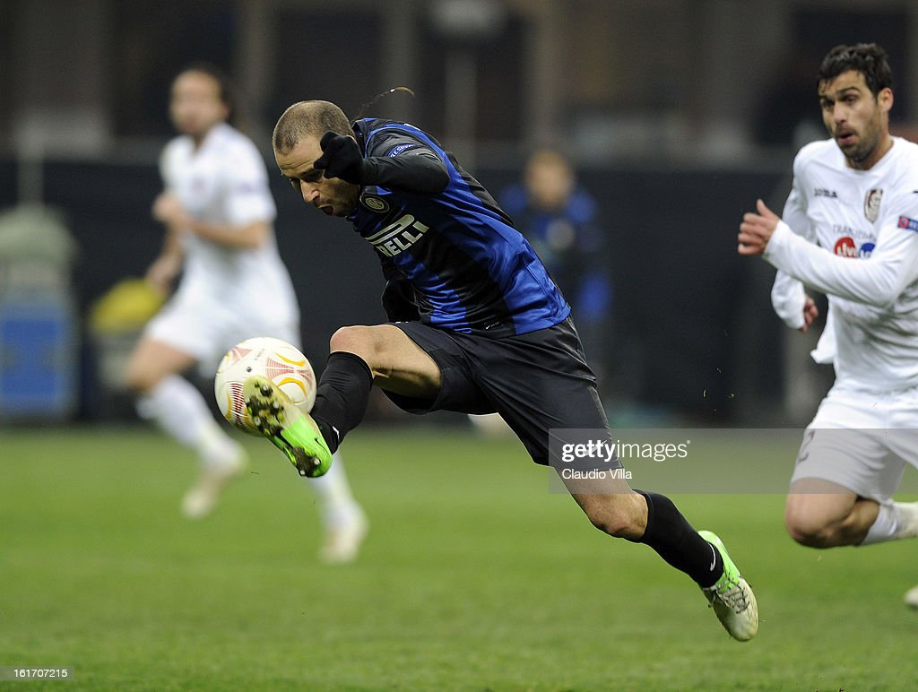 <a gi-track='captionPersonalityLinkClicked' href=/galleries/search?phrase=Rodrigo+Palacio&family=editorial&specificpeople=490993 ng-click='$event.stopPropagation()'>Rodrigo Palacio</a> of FC Inter in action during the UEFA Europa League round of 32 match between FC Internazionale Milano and CFR 1907 Cluj at San Siro Stadium on February 14, 2013 in Milan, Italy.