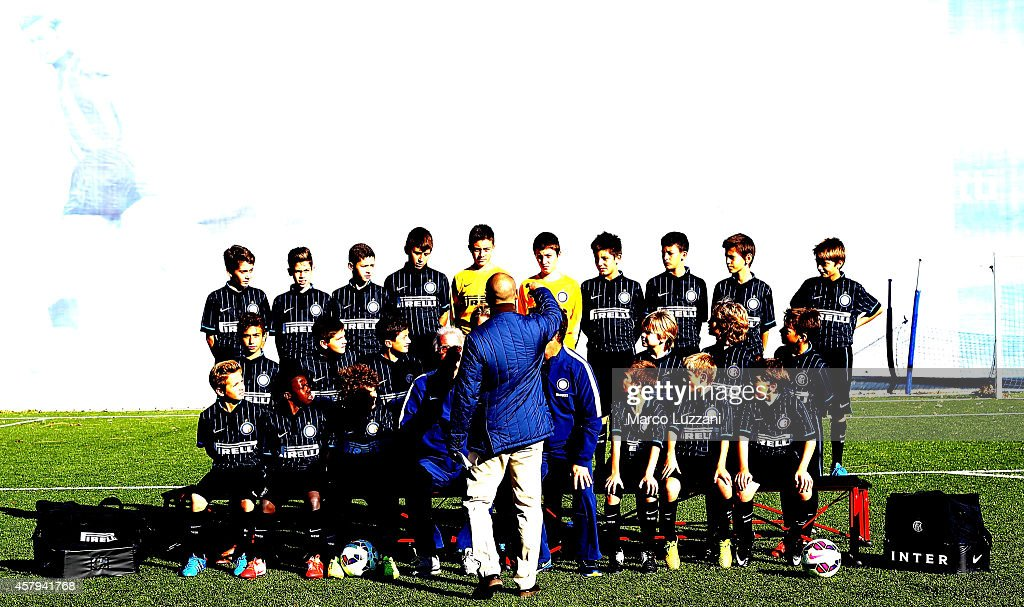 <a gi-track='captionPersonalityLinkClicked' href=/galleries/search?phrase=Rodrigo+Palacio&family=editorial&specificpeople=490993 ng-click='$event.stopPropagation()'>Rodrigo Palacio</a> of FC Internazionale Milano competes for the ball with <a gi-track='captionPersonalityLinkClicked' href=/galleries/search?phrase=Renaud+Cohade&family=editorial&specificpeople=2626266 ng-click='$event.stopPropagation()'>Renaud Cohade</a> of AS Saint-Etienne during the UEFA Europa League group F match between FC Internazionale Milano and AS Saint-Etienne on October 23, 2014 in Milan, Italy.