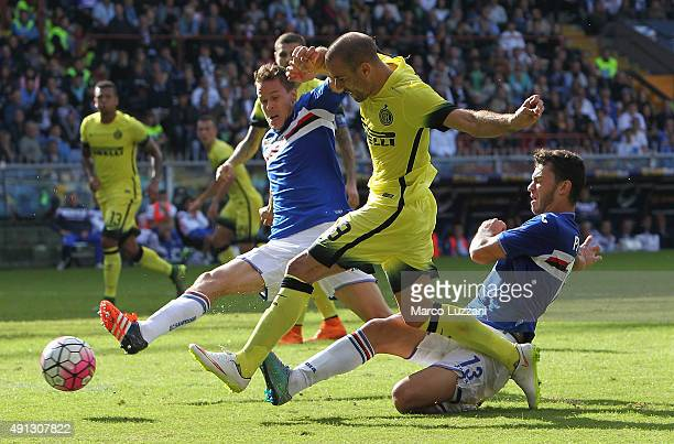 Rodrigo Palacio of FC Internazionale Milano is challenged by Pedro Miguel Pereira of UC Sampdoria during the Serie A match between UC Sampdoria and...