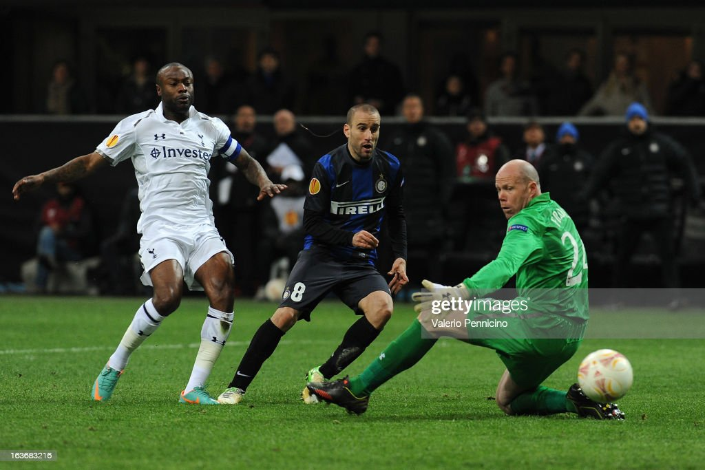 <a gi-track='captionPersonalityLinkClicked' href=/galleries/search?phrase=Rodrigo+Palacio&family=editorial&specificpeople=490993 ng-click='$event.stopPropagation()'>Rodrigo Palacio</a> (C) of FC Internazionale Milano scores a goal during the UEFA Europa League Round of 16 Second Leg match between FC Internazionale Milano and Tottenham Hotspur at San Siro Stadium on March 14, 2013 in Milan, Italy.