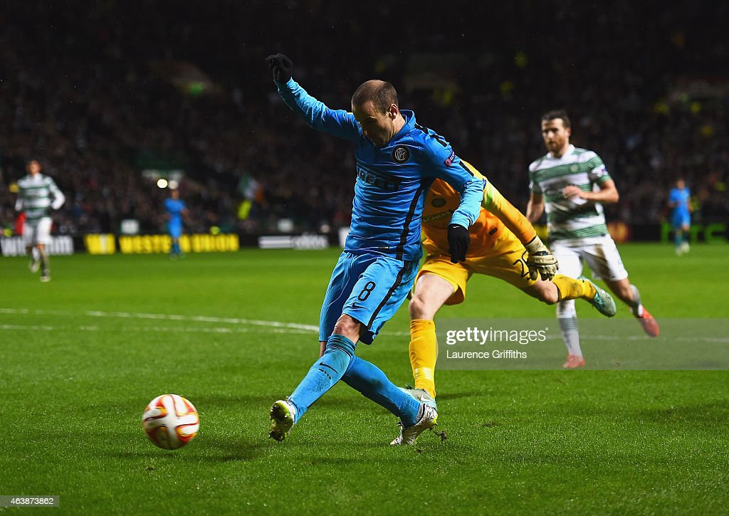 Rodrigo Palacio of Inter Milan (8) scores their third goal after an error by goalkeeper Craig Gordon of Celtic during the UEFA Europa League Round of 32 first leg match between Celtic FC and FC Internazionale Milano at Celtic Park Stadium on February 19, 2015 in Glasgow, United Kingdom.
