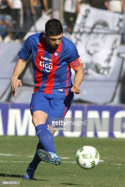 Rodrigo Rojas of Cerro Porteño kicks the ball during a match between Olimpia and Cerro Porteño as part of the 17th round of Torneo Apertura 2017 at...