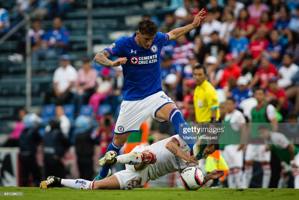 Rodrigo Salinas (R) of Toluca struggles for the ball against Gabriel Penalba (L) of Cruz Azul during the 4th round match between Cruz Azul and Chivas as part of the Torneo Apertura 2017 Liga MX at Azul Stadium on August 12, 2017 in Mexico City, Mexico.
