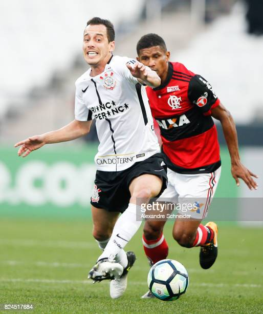 Rodriguinho of Corinthians and Marcio Araujo of Flamengo in action during the match between Corinthians and Flamengo for the Brasileirao Series A...