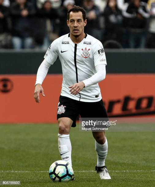 Rodriguinho of Corinthians conducts the ball during the match between Corinthians and Botafogo for the Brasileirao Series A 2017 at Arena Corinthians...