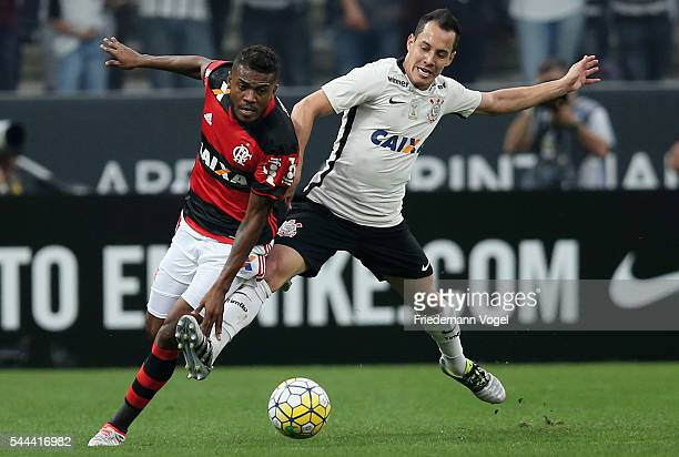 Rodriguinho of Corinthians fights for the ball with Marcelo Cirino of Flamengo during the match between Corinthians and Flamengo for the Brazilian...