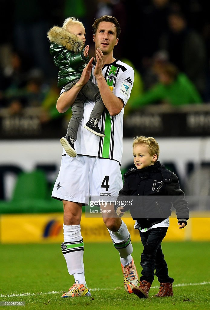 Roel Brouwers of Moenchengladbach celebrates with his kids after winning the Bundesliga match between Borussia Moenchengladbach and SV Darmstadt 98...