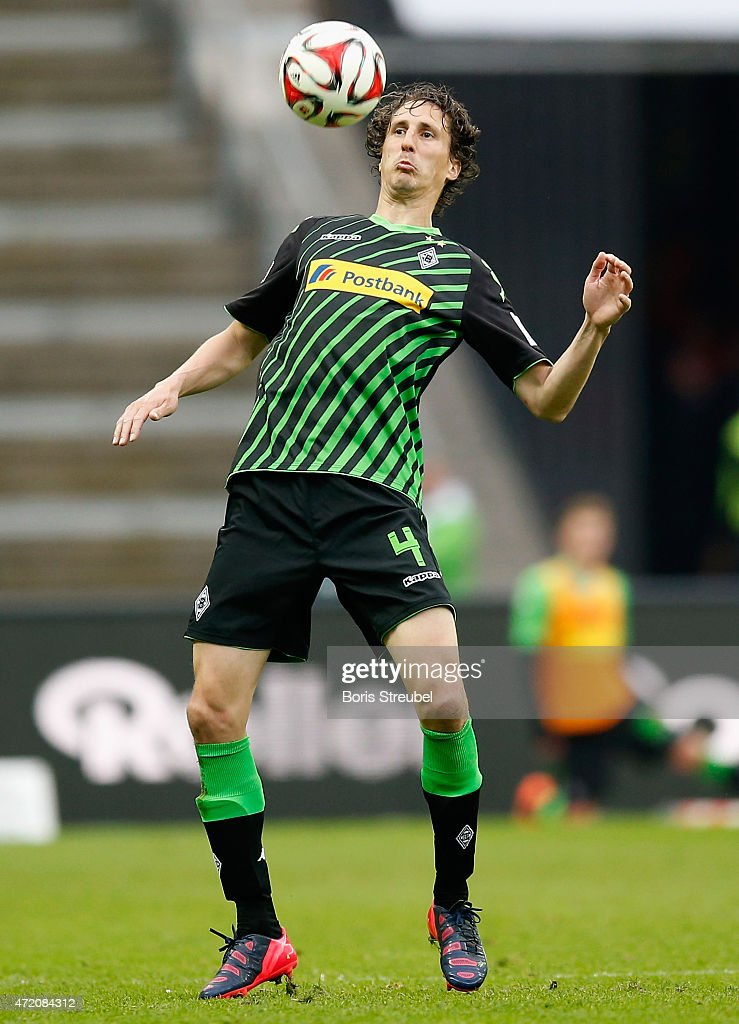 Roel Brouwers of Moenchengladbach controls the ball during the Bundesliga match between Hertha BSC and Borussia Moenchengladbach at Olympiastadion on...