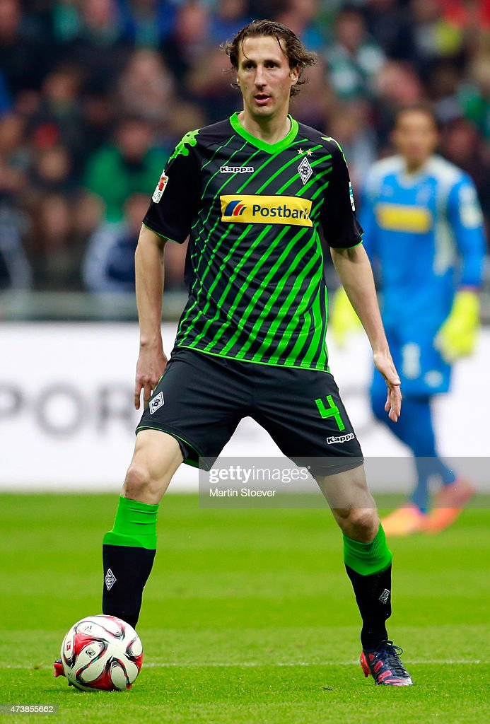Roel Brouwers of Moenchengladbach plays the ball during the Bundesliga match between SV Werder Bremen and Borussia Moenchengladbach at Weserstadion...