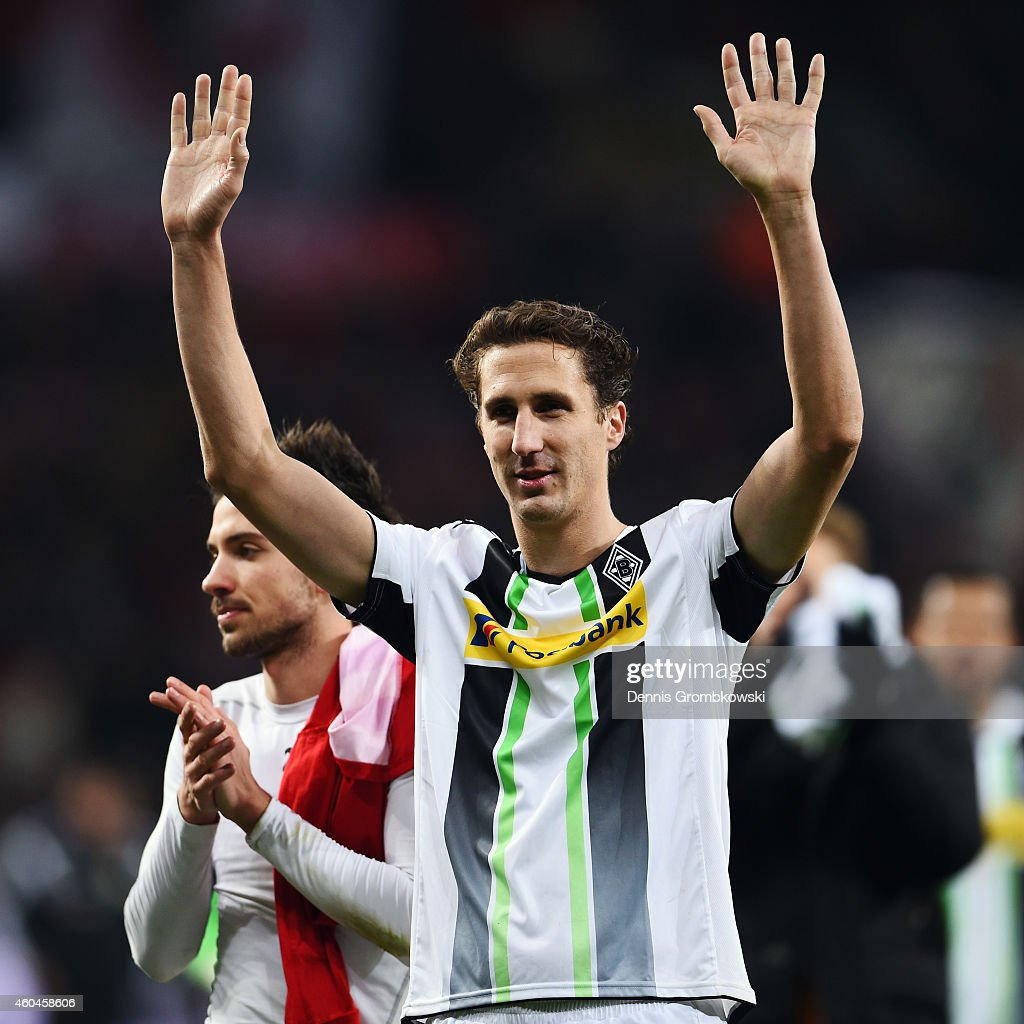 Roel Brouwers of Moenchengladbach waves to the fans after the Bundesliga match between Bayer 04 Leverkusen and Borussia Moenchengladbach at BayArena...