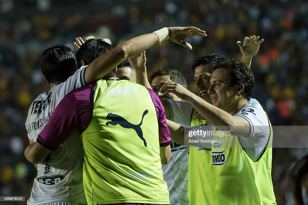 <a gi-track='captionPersonalityLinkClicked' href=/galleries/search?phrase=Rogelio+Funes+Mori&family=editorial&specificpeople=6717732 ng-click='$event.stopPropagation()'>Rogelio Funes Mori</a> of Monterrey celebrates with teammates after scoring his team's third goal during the quarter finals first leg match between Tigres UANL and Monterrey as part of the Clausura 2016 Liga MX at Universitario Stadium on May 11, 2016 in Monterrey, Mexico.
