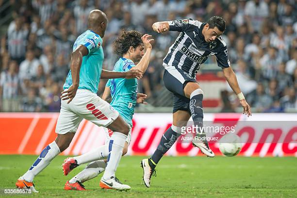 Rogelio Funes Mori of Monterrey kicks the ball while observed by Aquivaldo Mosquera and Stefan Medina of Pachuca during the Final second leg match...