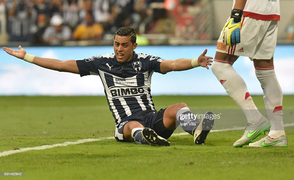 <a gi-track='captionPersonalityLinkClicked' href=/galleries/search?phrase=Rogelio+Funes+Mori&family=editorial&specificpeople=6717732 ng-click='$event.stopPropagation()'>Rogelio Funes Mori</a> of Monterrey reacts during the quarter finals second leg match between Monterrey and Tigres UANL as part of the Clausura 2016 Liga MX at BBVA Bancomer Stadium on May 14, 2016 in Monterrey, Mexico.
