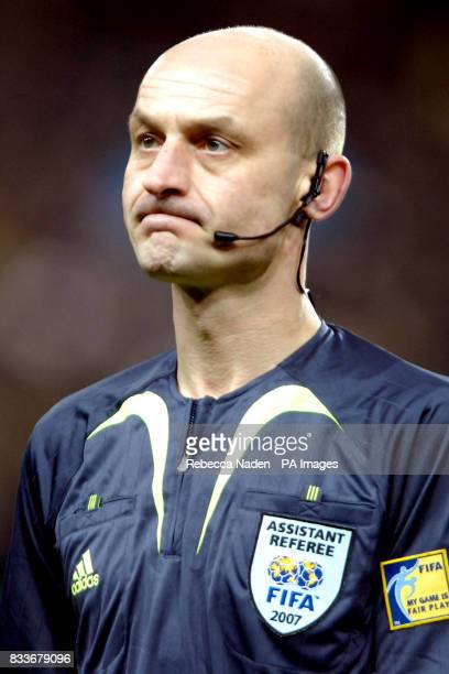 Roger East Assistant referee / Linesman