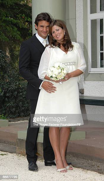 Roger Federer and Mirka Vavrinec pose after their wedding on April 11 2009 in Basel Switzerland