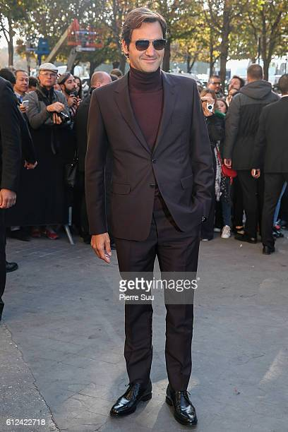 Roger Federer arrives at the Chanel show as part of the Paris Fashion Week Womenswear Spring/Summer 2017 on October 4 2016 in Paris France