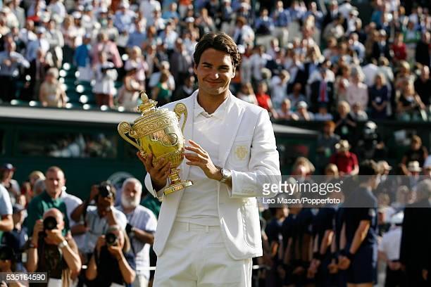 Roger Federer celebrates winning the 2007 Wimbledon tennis Championships