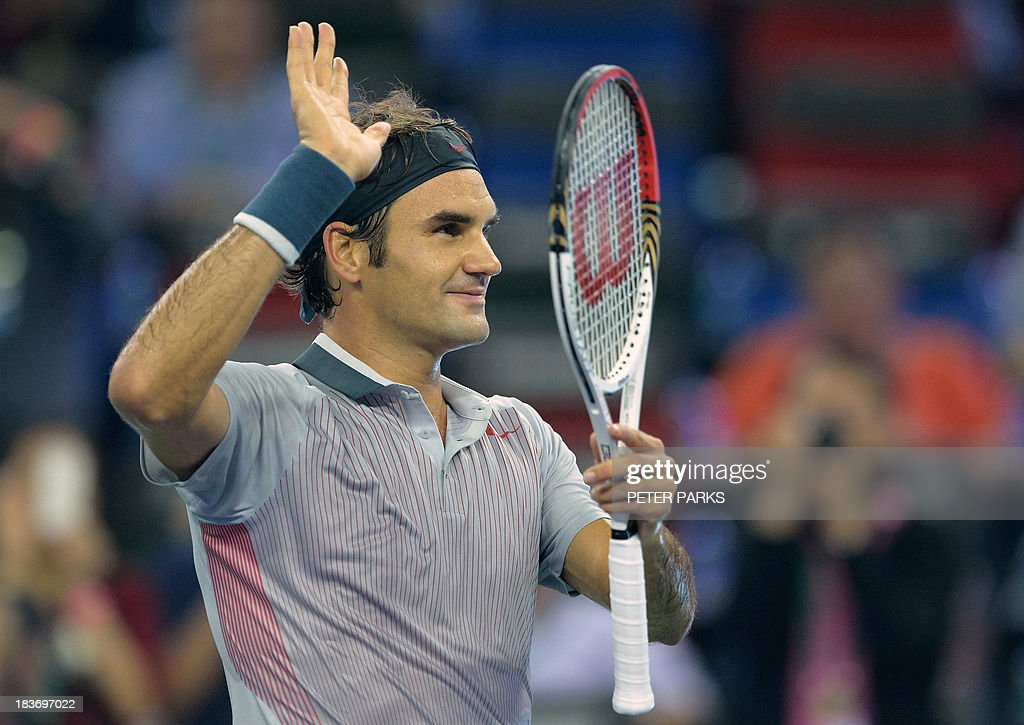 Roger Federer of Switzerland acknowledges the crowd after his men's singles match against Andreas Seppi of Italy in the Shanghai Masters tennis tournament in Shanghai on October 9, 2013. rer won 6-4, 6-3. AFP PHOTO/Peter PARKS