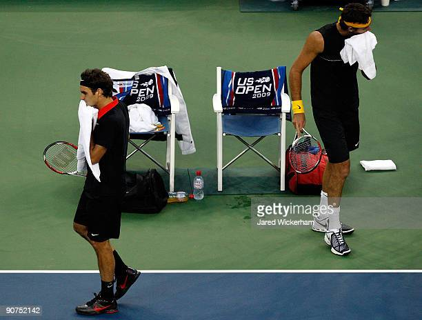 Roger Federer of Switzerland and Juan Martin Del Potro of Argentina during the Men�s Singles final on day fifteen of the 2009 US Open at the USTA...