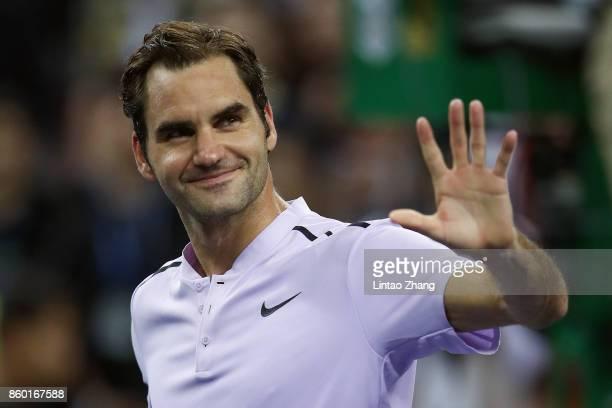 Roger Federer of Switzerland celebrates after winning the Men's singles mach second round against Diego Schwartzman of Argentina on day four of 2017...