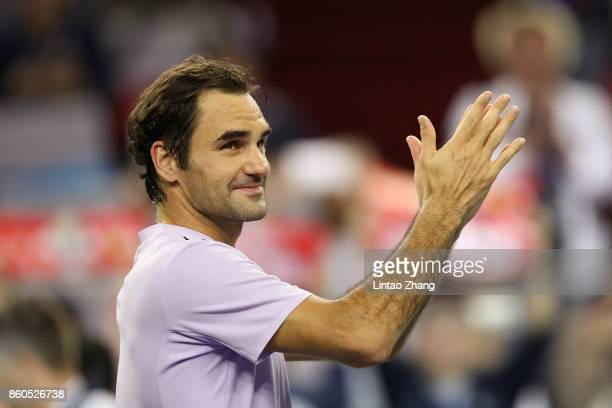 Roger Federer of Switzerland celebrates after winning the Men's singles third round match against Alexandr Dolgopolov of Ukraine on day five of 2017...