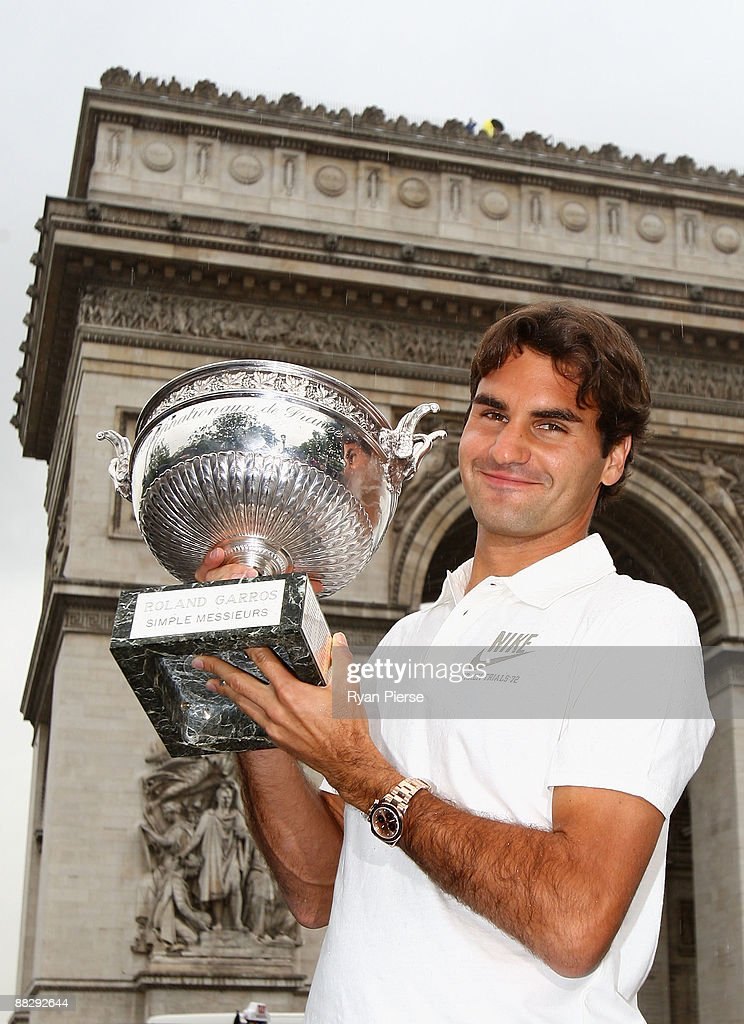 Roger Federer of Switzerland poses with his French Open winners trophy at the Arc de Triomphe on June 8, 2009 in Paris, France.