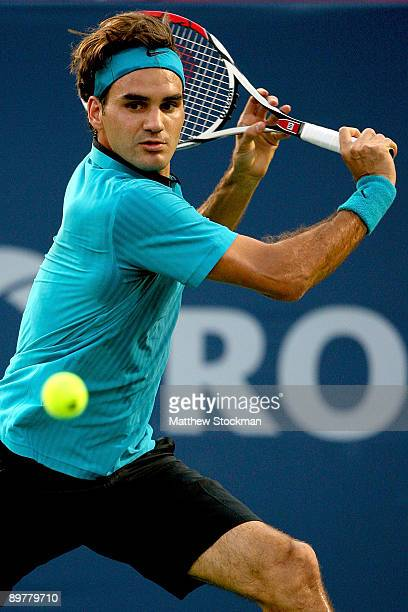Roger Federer of Switzerland returns a shot against Stanilas Wawrinka of Switzerland during the Rogers Cup at Uniprix Stadium on August 13 2009 in...