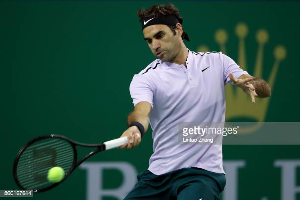 Roger Federer of Switzerland returns a shot during the Men's singles mach second round against Diego Schwartzman of Argentina on day four of 2017 ATP...