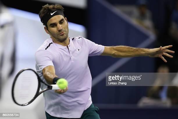 Roger Federer of Switzerland returns a shot during the Men's singles mach third round against Alexandr Dolgopolov of Ukraine on day five of 2017 ATP...