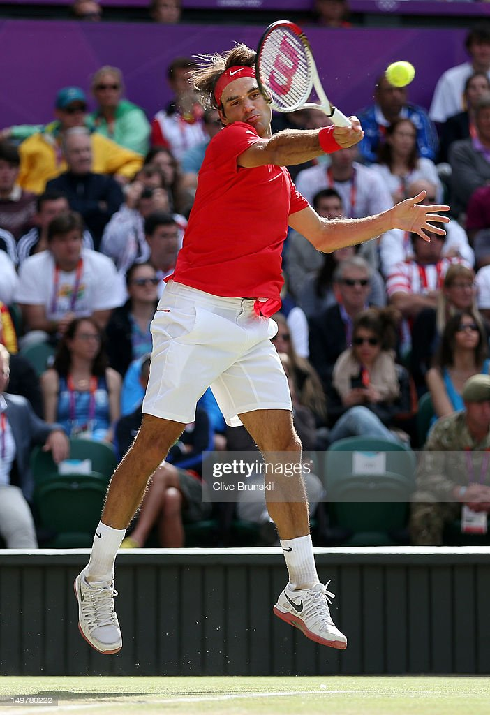 <a gi-track='captionPersonalityLinkClicked' href=/galleries/search?phrase=Roger+Federer&family=editorial&specificpeople=157480 ng-click='$event.stopPropagation()'>Roger Federer</a> of Switzerland returns a shot in the third set against Juan Martin Del Potro of Argentina in the Semifinal of Men's Singles Tennis on Day 7 of the London 2012 Olympic Games at Wimbledon on August 3, 2012 in London, England. Federer defeated Del Potro 4-6, 7-6, 19-17.