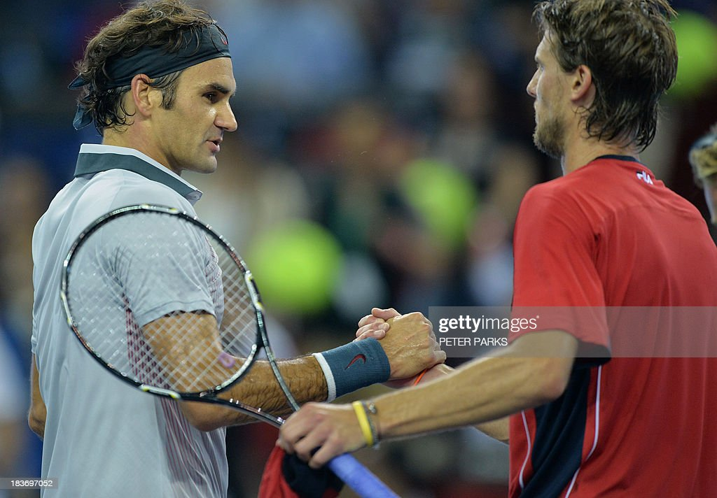 Roger Federer of Switzerland (L) shakes hands with Andreas Seppi of Italy after men's singles match in the Shanghai Masters tennis tournament in Shanghai on October 9, 2013. rer won 6-4, 6-3. AFP PHOTO/Peter PARKS