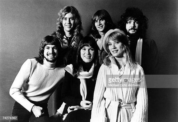 Roger Fisher Howard Leese Steve Fossen Michael Derosier Nancy Wilson Ann Wilson of the rock band 'Heart' pose for a portrait in circa 1977