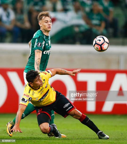 Roger Guedes of Palmeiras and Mario Pineida of Barcelona de Guayaquil in action during the match between Palmeiras and Barcelona de Guayaquil for the...