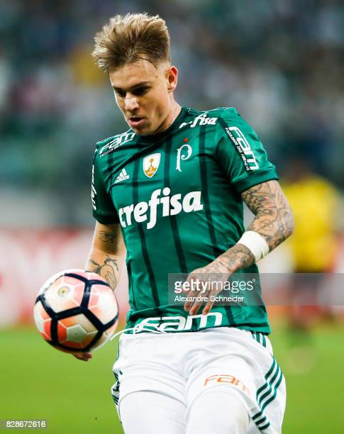 Roger Guedes of Palmeiras in action during the match between Palmeiras and Barcelona de Guayaquil for the Copa Bridgestone Libertadores 2017 at...