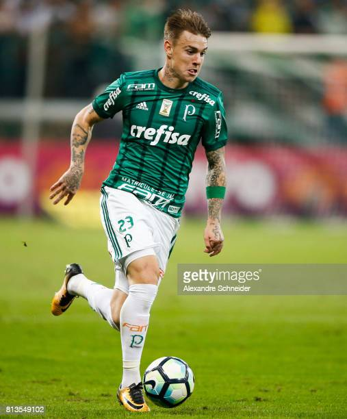 Roger Guedes of Palmeiras in action during the match between Palmeiras and Corinthians for the Brasileirao Series A 2017 at Allianz Parque Stadium on...