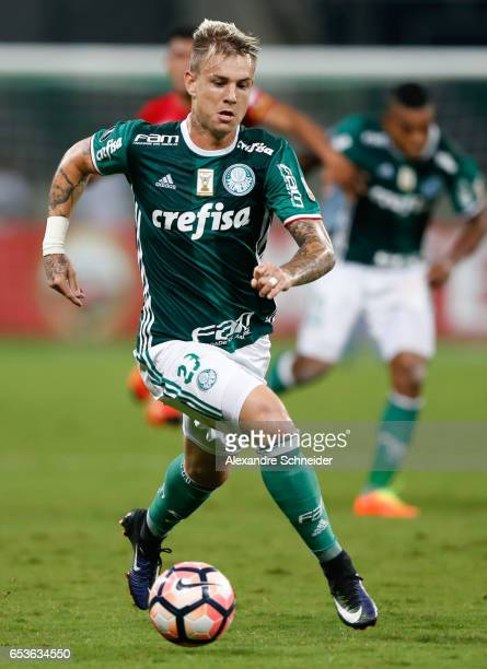 Roger Guedes of Palmeiras in action during the match between Palmeiras of Brazil and Jorge Wiltersmann of Bolivia for the Copa Bridgestone...