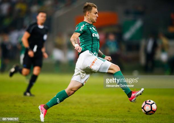 Roger Guedes of Palmeiras of Brazil in action during the match between Palmeiras and Atletico Tucuman for the Copa Bridgestone Libertadores 2017 at...