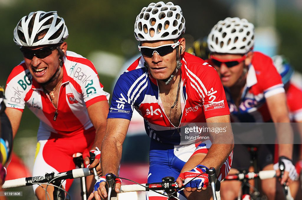 Roger Hammond of Great Brtiain rides in the peloton during the Men's Road Race at the 2009 UCI Road World Championships on September 27, 2009 in Mendrisio, Switzerland.