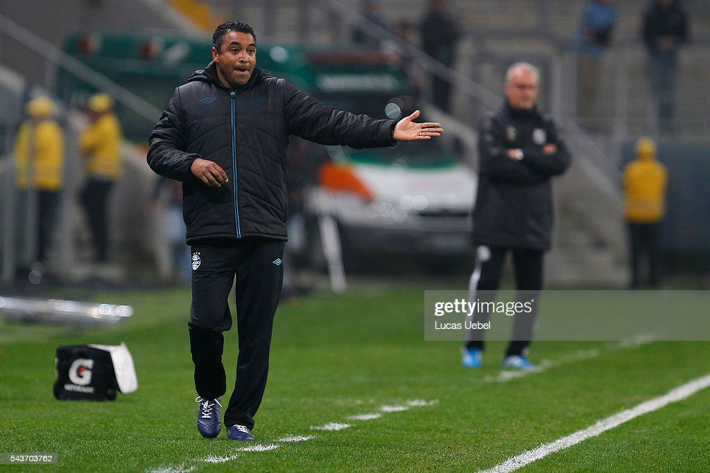 Roger Machado coach of Gremio during the match Gremio v Santos as part of Brasileirao Series A 2016, at Arena do Gremio on June 03, 2015 in Porto Alegre, Brazil.
