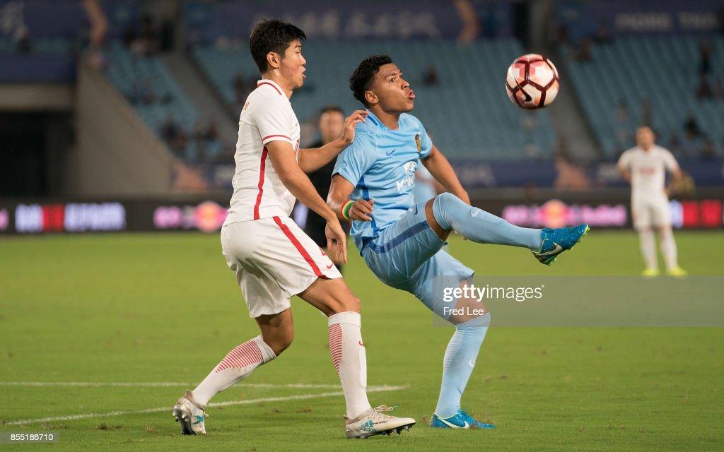 Roger Martinez Of Jiangsu FC in action during the China Super League match between Jiangsu FC and Tianjin Quanjian FC at Nanjing Olympic Stadium on SEPTEMBER 28, 2017 in Nanjing, China.