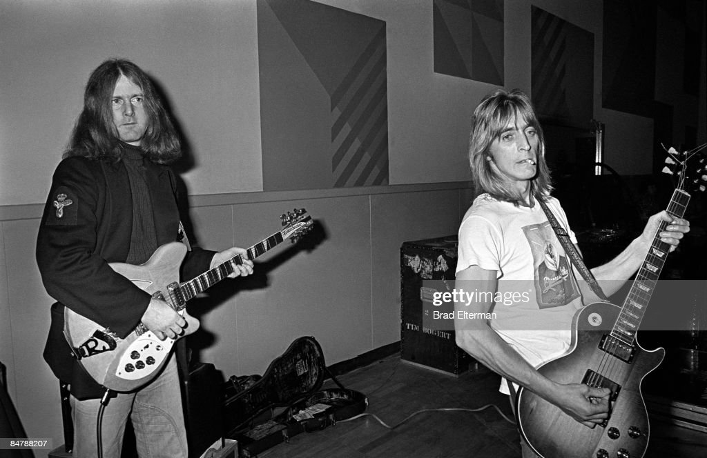 Roger McGuinn and Rick Ronson during a rehearsal at NBC studios circa 1980 in Los Angeles, California.**EXCLUSIVE**