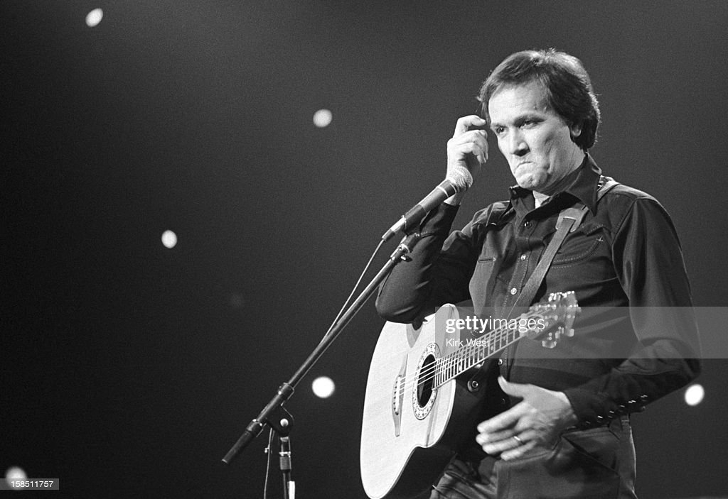 Roger Miller performs at Soundstage Chicago Illinois May 10 1982