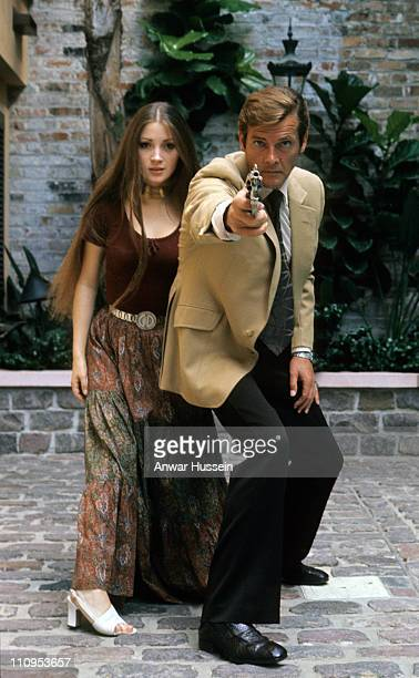 Roger Moore and Jane Seymour pose on location for the filming of James Bond film 'Live And Let Die' on March 1 1973 in Kingston Jamaica