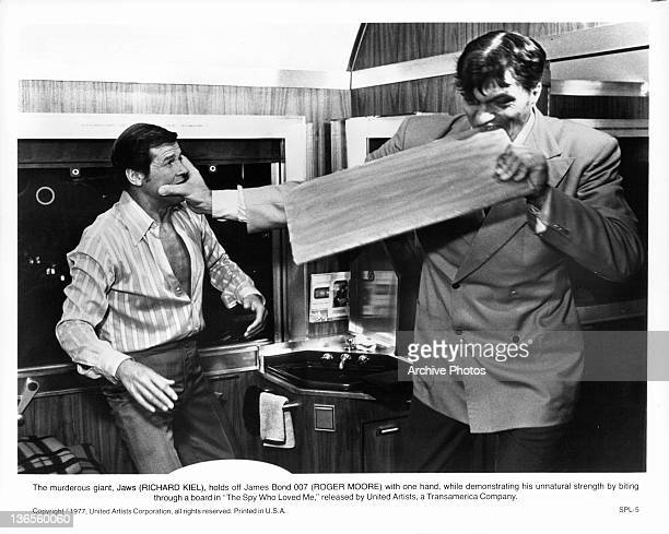 Roger Moore fights with Richard Kiel as Jaws who bites through a board in a scene from the film 'The Spy Who Loved Me' 1977