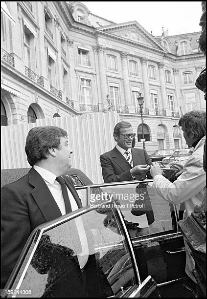 Roger Moore promotes the new James Bond 'For Your Eyes Only' with a Citroen 2 Cv on Vendome Plaza in Paris